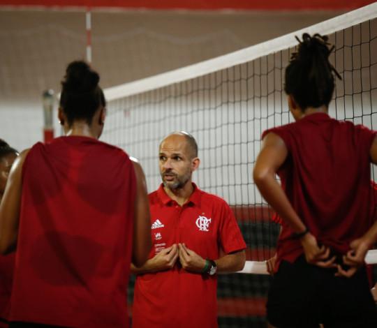 Treinador do FlaVôlei, Alexandre Ferrante comenta a preparação para a Superliga B