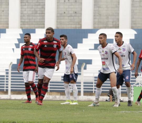 Flamengo sofre gol no início e acaba derrotado na Copa São Paulo