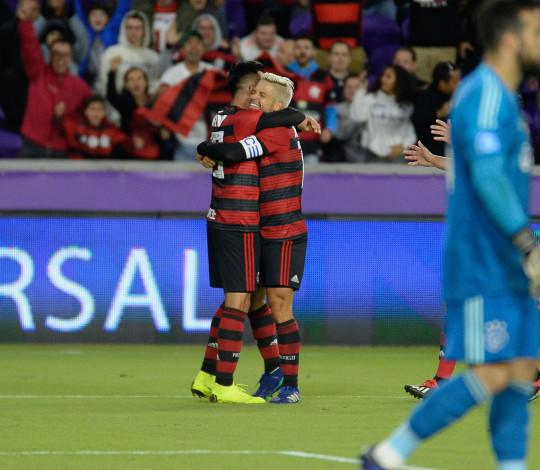 Com menos de 10 dias de treinos, Flamengo segura Ajax e vence nos pênaltis na estreia da temporada