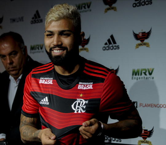 """Gabriel Barbosa é apresentado no Ninho do Urubu: """"Realização de um sonho"""""""