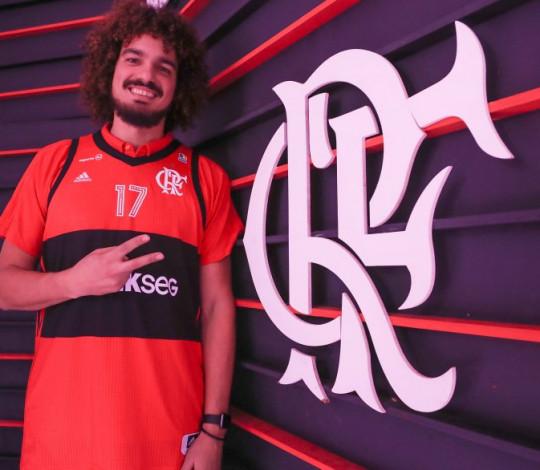 """Completando um ano de Flamengo, Varejão enfatiza: """"Espero continuar dando alegrias para a Nação"""""""