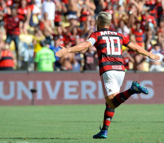 Em reencontro com a torcida, Flamengo vence Bangu no Maracanã, na estreia do Estadual