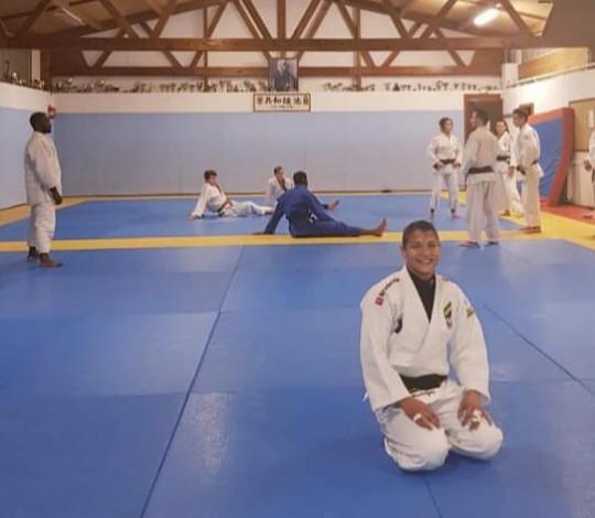 Sarah Menezes encara treinamento de campo com a Seleção Brasileira de Judô