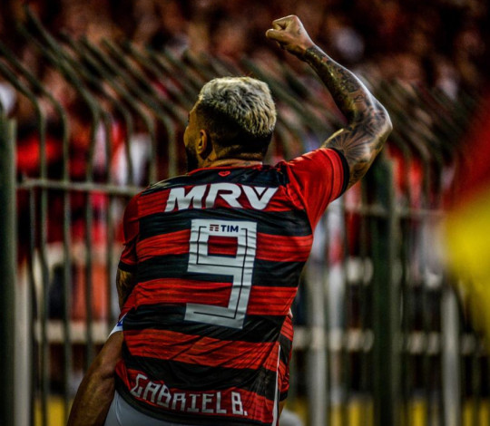 Abel Braga elogia estreantes e avalia empate contra Resende