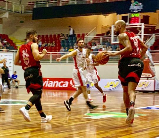 Com show coletivo, Flamengo atropela Joinville fora de casa