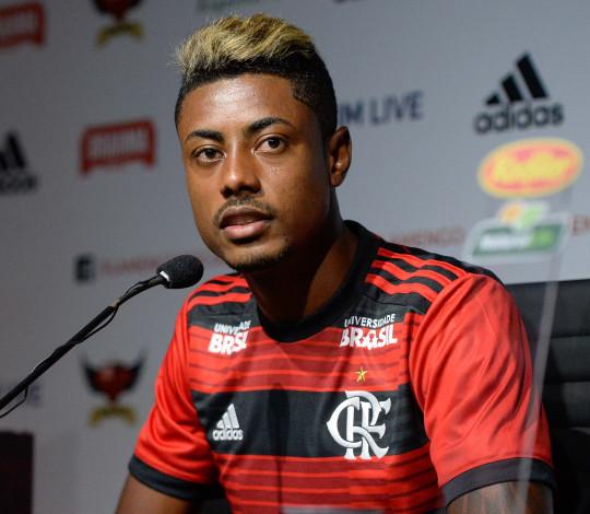 Bruno Henrique é apresentado e já quer jogar sábado