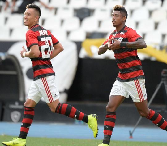 Em estreia magistral, Bruno Henrique marca dois e Flamengo vence Botafogo pelo Carioca
