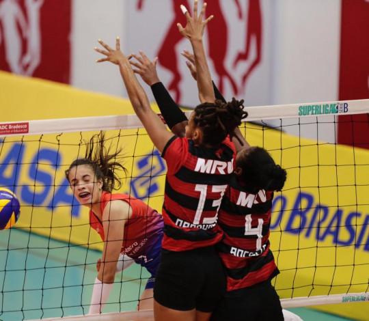 Em duelo difícil, Flamengo vence Bradesco e segue invicto na Superliga B