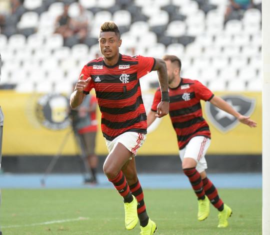 """Bruno Henrique exalta estreia com o Manto Sagrado: """"Isso é só o começo"""""""