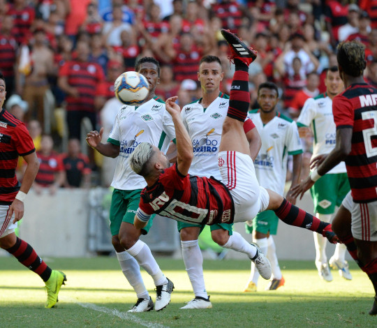 Com show no campo e na arquibancada, Flamengo goleia Cabofriense pela Taça Guanabara