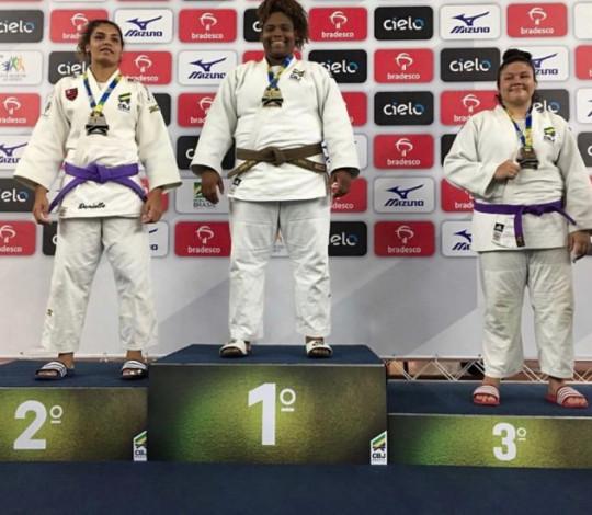 Eliza Carolina e Cauan Salarini conquistam prata e bronze no Meeting Nacional de Base