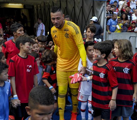 Diego Alves destaca evolução do Flamengo e projeta clássico contra o Fluminense