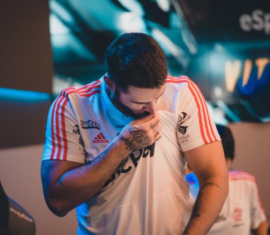 Flamengo vence duas e dispara na liderança do CBLoL
