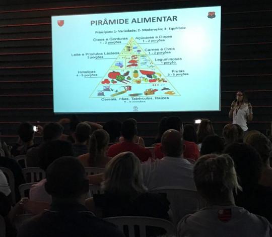 CUIDAR realiza palestras sobre psicologia e nutrição para as categorias de base rubro-negras