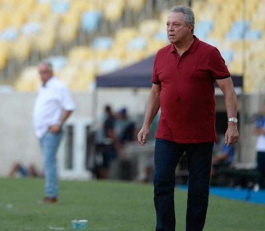 Abel Braga elogia desempenho de Vitinho e projeta estreia na Libertadores