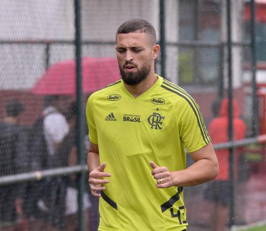 Léo Duarte celebra boa sequência e fala sobre clássico contra o Vasco: 'É um jogo muito grande'