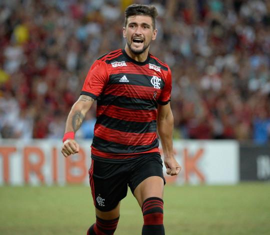 De Arrascaeta faz golaço, mas Flamengo empata com Vasco