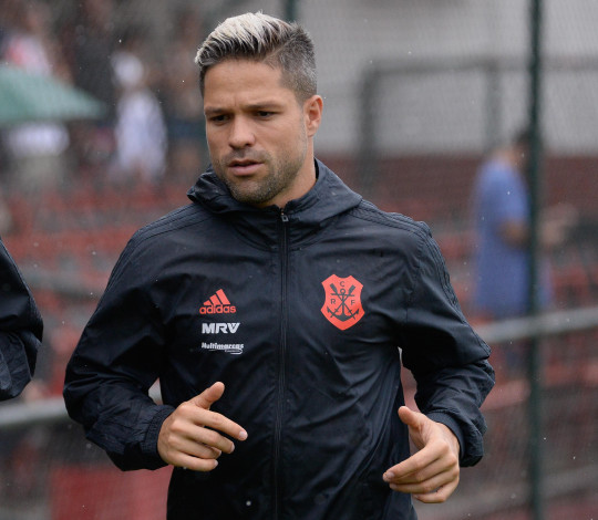 """Diego alerta sobre a dificuldade do jogo contra a LDU e frisa: """"Chegaremos prontos"""""""