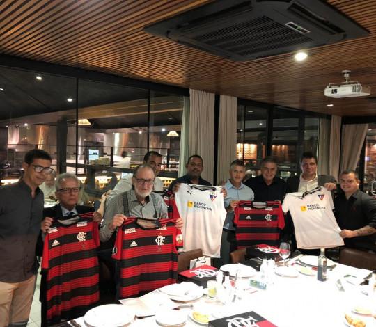 Representantes de Flamengo e LDU se reúnem na véspera do confronto pela Libertadores