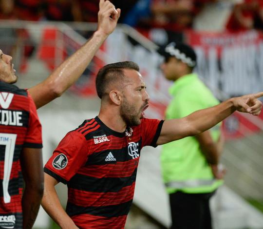 Nação dá show, Flamengo joga bem e vence a LDU pela Conmebol Libertadores