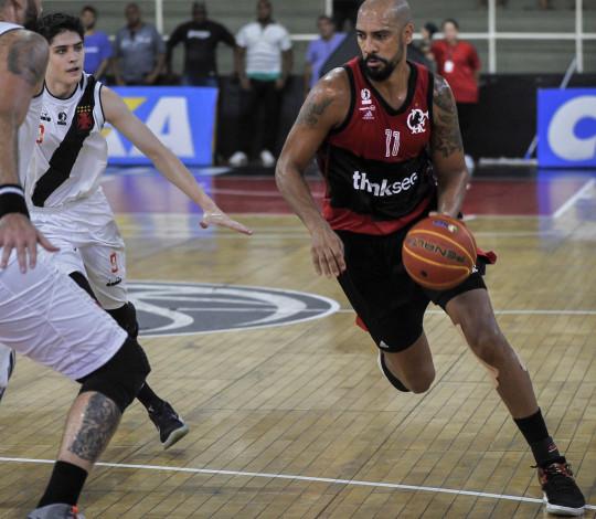 Flamengo massacra Vasco e conquista nona vitória seguida no NBB