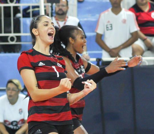 Em partida duríssima, Flamengo bate o Franca por 3 sets a 2 e abre vantagem nos playoffs
