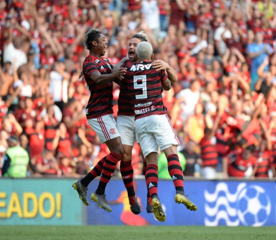Flamengo vence o Fluminense e se classifica para a semifinal da Taça Rio