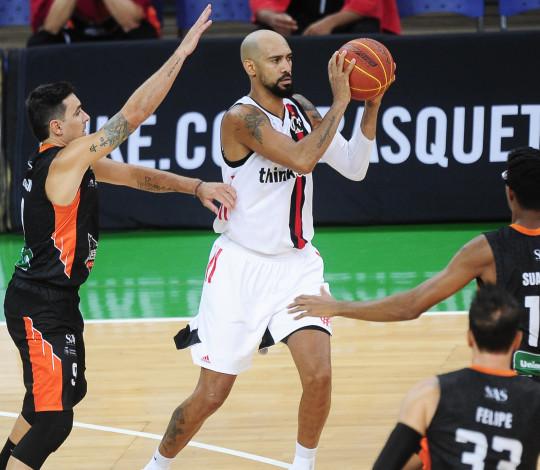 Flamengo vence o Basquete Cearense e termina a primeira fase do NBB em segundo