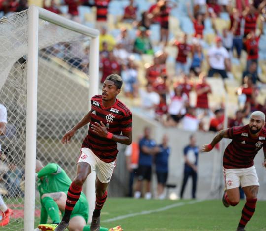 Flamengo encara o Fluminense em jogo que vale vaga na final da Taça Rio