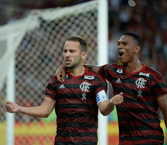 Flamengo vence o Fluminense por 2 a 1 e se classifica para a final da Taça Rio