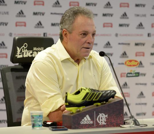 De volta aos trabalhos, Abel Braga elogia elenco do Flamengo e já foca no duelo contra o Peñarol