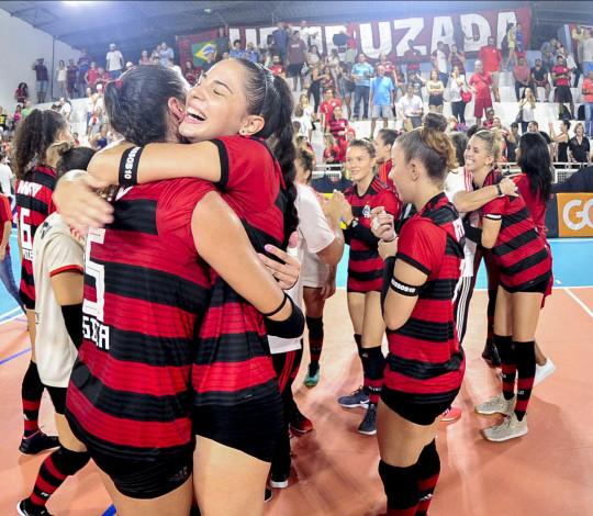 É SUPERLIGA! Flamengo vence Maringá e está de volta à elite do voleibol