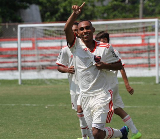 Sub-15 e Sub-17 goleiam Portuguesa e seguem 100% no Campeonato Estadual