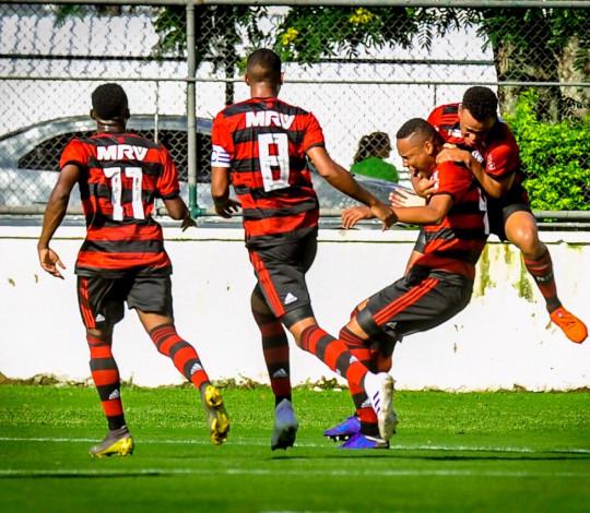 Flamengo vence Internacional no jogo de ida da Copa do Brasil Sub-20