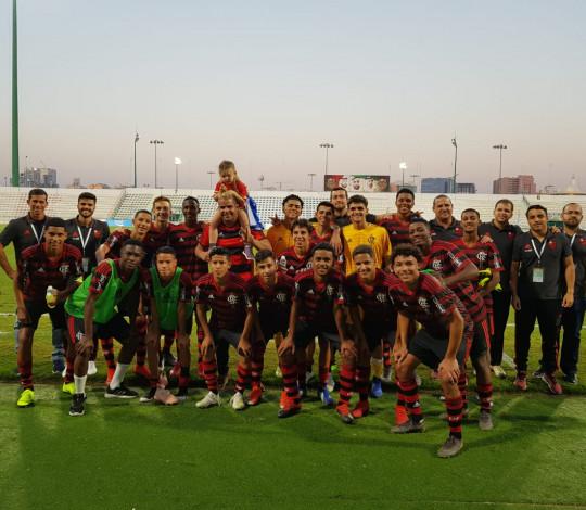 Sub-16 goleia de novo e está na semifinal do Dubai International Championship