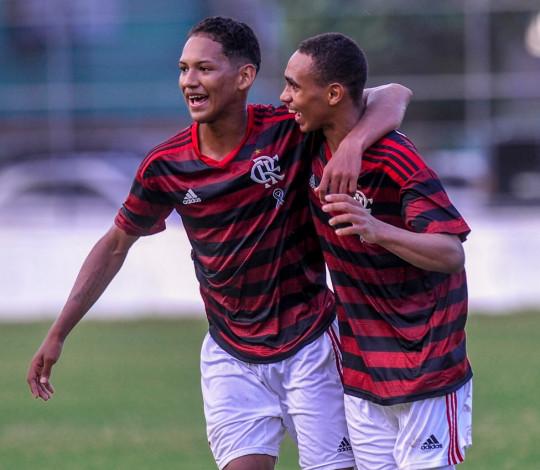 Com dois jogadores a menos, Sub-17 vence Botafogo na estreia do Brasileiro