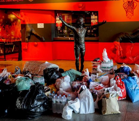 Flamengo realiza doação de alimentos, água e roupas para vítimas da tempestade no Rio