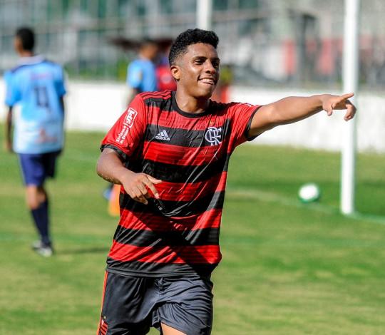 Sub-15 e Sub-17 vencem Macaé e são líderes na Taça Guanabara