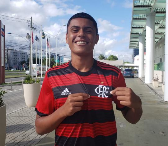 Flamengo contrata o atacante Mateus Lima para a equipe Sub-15