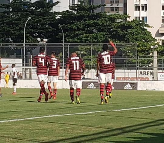 Lázaro marca duas vezes e Flamengo vence Corinthians na Gávea