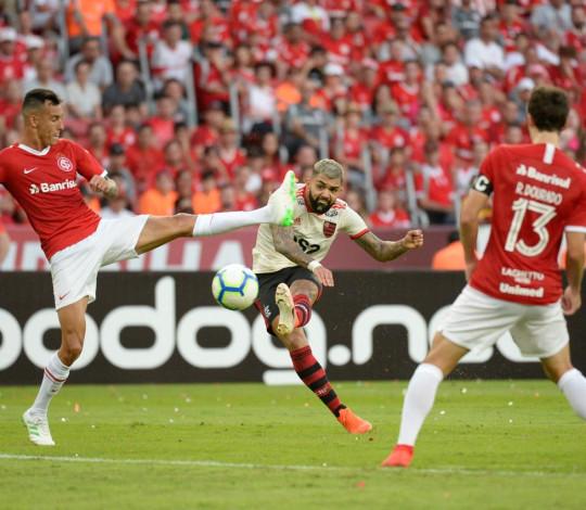 Flamengo sofre a primeira derrota no Brasileiro: 2 a 1 para o Internacional
