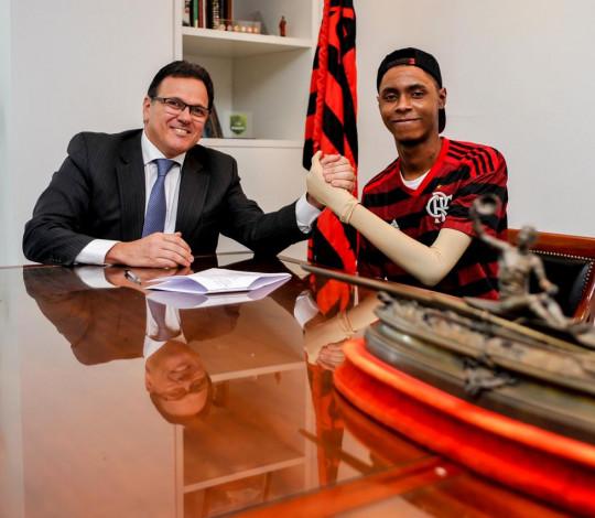 Flamengo fecha acordo indenizatório com a família de Jhonata Ventura