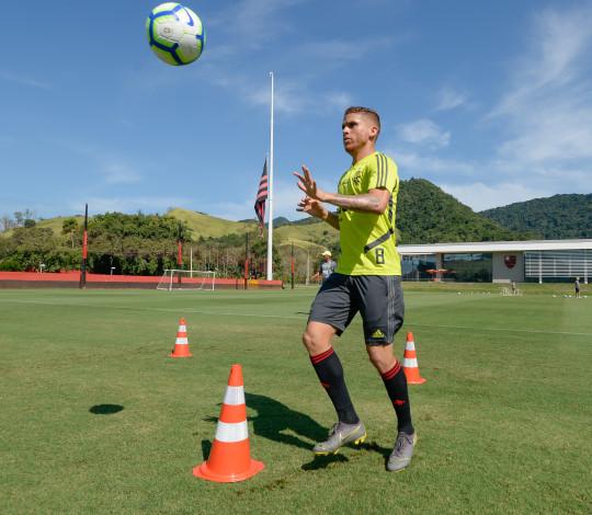 Cuéllar destaca tamanho do confronto contra o Corinthians e pede atenção em Itaquera