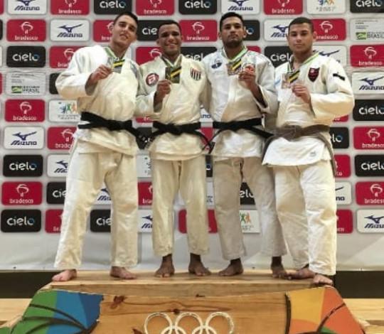 Gabriel Meira conquista o bronze na Taça Brasil Sub-21 de Judô
