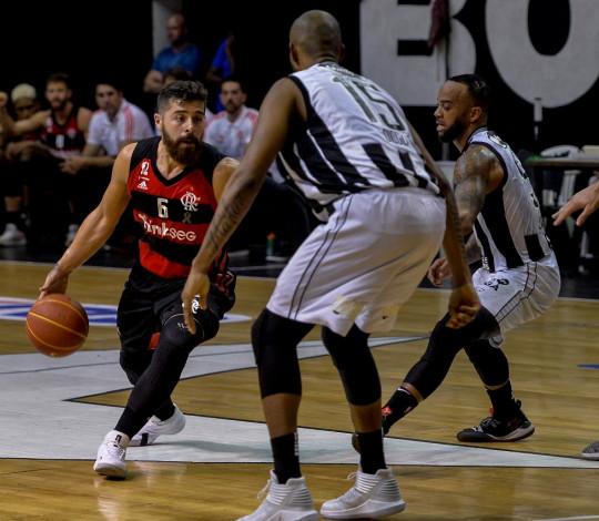Flamengo vence o Botafogo e se classifica para a final do NBB
