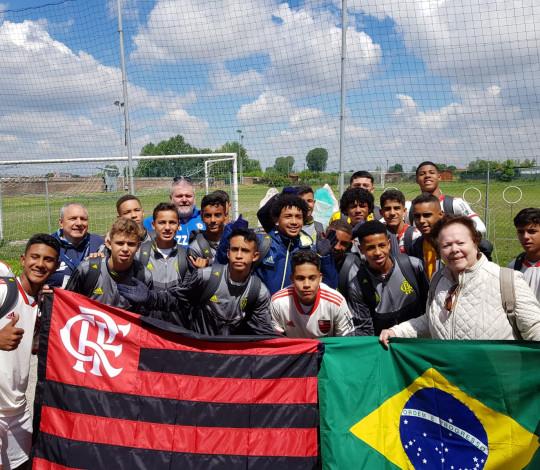 Sub-14 vence duas partidas e garante vaga nas quartas de final do Abano Football Trophy, na Itália