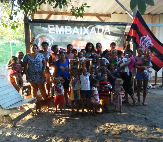 Embaixada Fla Araguaína realiza entrega de caixas de chocolate