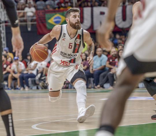 Franco Balbi fala da adaptação ao Brasil, MVP e finais do NBB