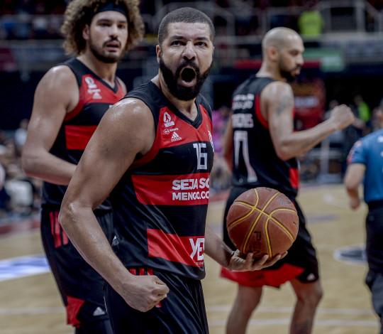 Flamengo joga bem, vence Franca e leva decisão para o Jogo 5