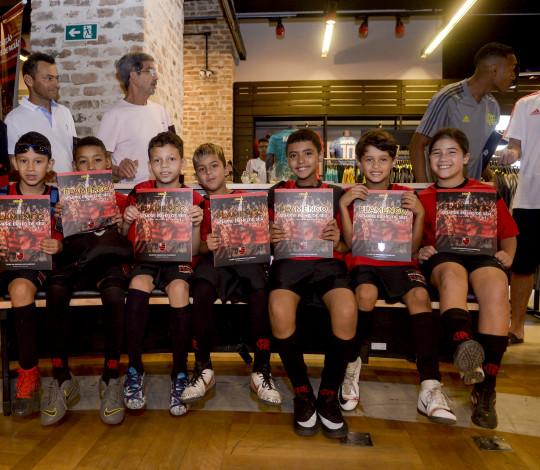 Álbum do Flamengo é sucesso de vendas nos primeiros dias de comercialização